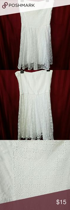 Abercrombie & Fitch strapless dress Excellent condition, 2 layers, no stains or tears Abercrombie & Fitch Dresses Strapless