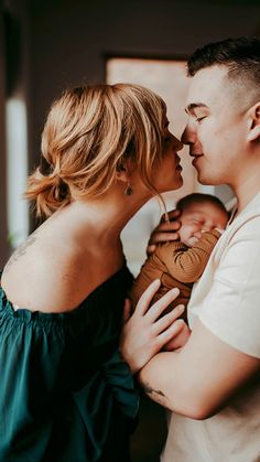 Newborn Family Pictures, Newborn Baby Photos, Newborn Poses, New Born Family Photos, Baby Belly Pictures, Newborn Shoot, Lifestyle Newborn Photography, Newborn Baby Photography, Baby Girl And Dad