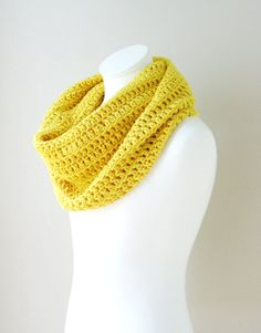 Yellow Infinity scarf, Snood, Chunky Scarf, Crochet Infinity Cowl/Snood in the color Honey Yellow, Gift for her, Fall, Winter