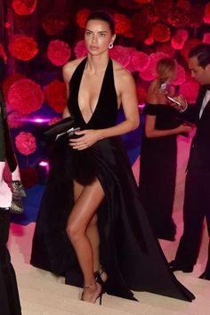 Adriana Lima on Eating Healthy While Traveling and Wearing Makeup at the Gym – Celebrities Woman Top Models, Alessandra Ambrosio, Event Dresses, Nice Dresses, Irina Shayk Style, Adriana Lima Style, Simplicity Fashion, Claudia Schiffer, Brazilian Models