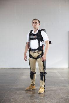 Exoskelet van suitX ondersteunt werknemers in de maakindustrie - http://visionandrobotics.nl/2016/11/17/exoskelet-van-suitx-ondersteunt-werknemers-in-de-maakindustrie/