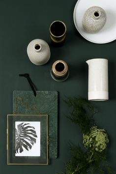 HISTOR trend colour for dark green Quiet clearing. HISTOR trend colour for dark green Quiet clearing. Dark Green Living Room, Dark Green Kitchen, Dark Green Rooms, Green Wall Color, Green Paint Colors, Green Colour Palette, Bedroom Green, Bedroom Colors, Painted Brick Walls