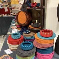 Purple Bowls, Make Your Own, Make It Yourself, Quick Crafts, Felt Embroidery, Bowl Designs, Bead Shop, Felt Flowers, Felt Crafts