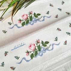 Günayydıınnn🙋💖💐 Biz çiftlendik🎈🎈 Sibel Hanıma doğru yola çıktık bile 🎁🎁🎁 Bereketiniz bol olsun hanımlarr🙆🙆🙆 Boş d… Cross Stitch Rose, Cross Stitch Borders, Cross Stitching, Cross Stitch Embroidery, Hand Embroidery, Cross Stitch Patterns, Embroidery Designs, Tunisian Crochet Patterns, Intarsia Knitting