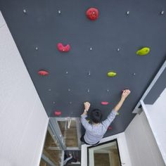 Japanese house with climbing wall and ladders instead of stairs. How do they carry shit up floors?