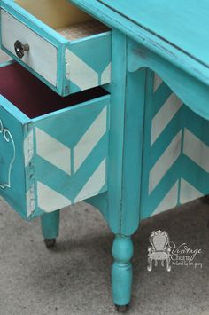 Love the little detail on the side of the drawer!