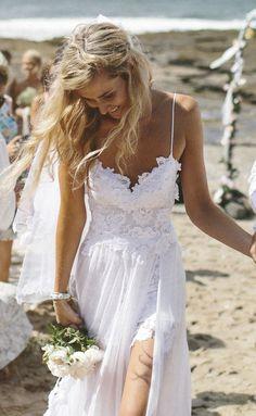 Esse é o vestido de noiva que mais faz sucesso no Pinterest. O modelo, chamado Hollie, foi criado pela estilista Megan Zeims para a loja Grace Loves Lace, presente em algumas cidades da Austrália. A peça caiu no gosto das usuárias do Pinterest, com mais de 2,5 bilhões de postagens na rede social.