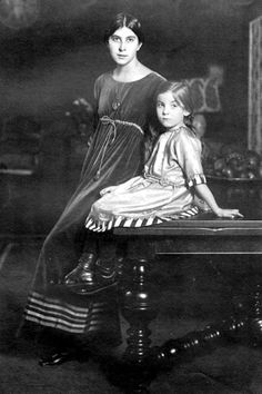 Mother and daughter in Aesthetic dress, early 20th C.
