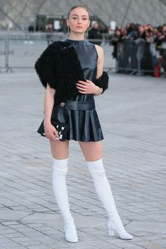 Sophie Turner sexy outfit with knee length boots White Boots, Sexy Boots, Sophie Turner, Evolution Of Fashion, Hot High Heels, Mannequins, Leather Fashion, Fashion Photo, Paris Fashion