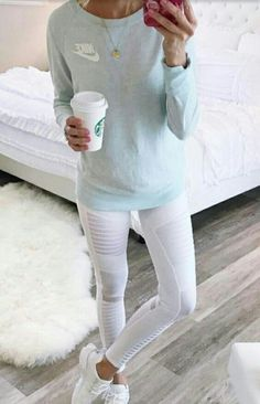 White moto leggings This is an exclusive limited edition engraving only sold Mode Outfits, Sport Outfits, Winter Outfits, Casual Outfits, Casual Athletic Outfits, Athletic Style, Athletic Clothes, Gym Outfits, Athletic Wear