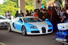 Is it just me who really likes this baby blue and white Bugatti Veyron?