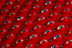 """Hundreds of Eyes Make Up the """"Scopophilia"""" Chair by Fiona Roberts O_o   ;-)"""