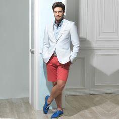 Ceketin altına sadece pantolon giyildiğini kim demiş? Ceketinizin altına şort giyerek şık bir kombin yaratabilirsiniz. #fashion