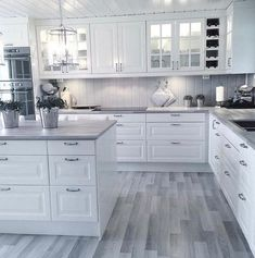 White kitchen is never a wrong idea. The elegance of white kitchens can always provide . Elegant White Kitchen Design Ideas for Modern Home Home Kitchens, Kitchen Design Small, Kitchen Remodel, Kitchen Design, Modern Kitchen Room, Kitchen Room Design, Kitchen Room, Kitchen Interior, Gray And White Kitchen