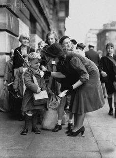 A women checks the identification label of a boy evacuee armed with a toy gun. Women In History, World History, World War Ii, London History, British History, The Blitz, Battle Of Britain, Historical Photos, Wwii