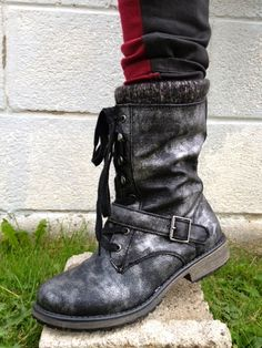Fresh new Boots from #Roxy. Love the silver wash to them.