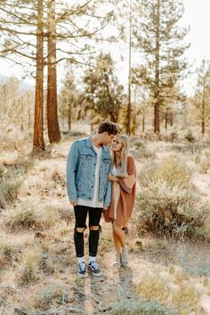 heading to colorado tomorrow morning and couldn't be more pumped! have some amazing shoots and a super unique wedding on saturday! seriously this couple has made it all about them and it's going to be perfect! Couple Photoshoot Poses, Couple Photography Poses, Couple Posing, Couple Shoot, Friend Photography, Maternity Photography, Engagement Photography, Family Photography, Engagement Outfits