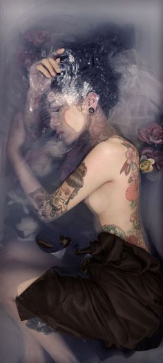 Water Flowers Photography by Nicolas Senegas - do - Blumen Milk Bath Photography, Tattoo Photography, Food Photography Styling, Amazing Photography, Portrait Photography, Photography Flowers, Photography Ideas, Modeling Fotografie, Girl In Water