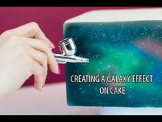 How to create a Galaxy Effect on Cake - A tutorial by Cassie Brown Mehr Cake Decorating Techniques, Cake Decorating Tutorials, Cookie Decorating, Galaxy Cookies, Airbrush Cake, Planet Cake, Galaxy Cake, Hand Painted Cakes, Fondant
