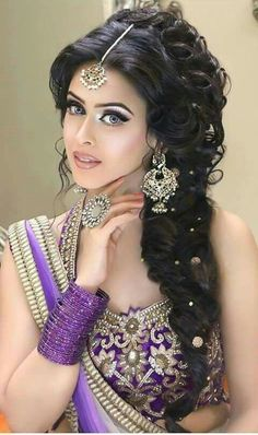 Check out the webpage to read more on bridal hair Asian Bridal Hair, Indian Bridal Makeup, Indian Wedding Hairstyles, Bride Hairstyles, Beautiful Girl Image, Beautiful Eyes, Beautiful Women, Pakistani Bridal, Bride Makeup
