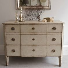 HANDSOME 19TH CENTURY GUSTAVIAN STYLE CHEST