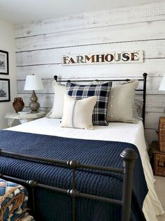 Awesome 70 Modern Rustic Farmhouse Bedroom Decor Ideas https://homstuff.com/2018/02/01/70-modern-rustic-farmhouse-bedroom-design-ideas/