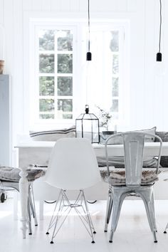 Dining Room artwork Dining Room Rules: Industrial Dining Room Lighting As The Key Fixture Rustic Dining Chairs, Mismatched Dining Chairs, Industrial Dining, Industrial Chic, Industrial Lighting, Vintage Industrial, Dining Set, Design Furniture, Dining Room Furniture