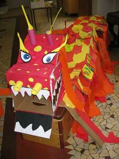 carnaval dragon Plus - Christel Brochard - Alles New Year's Crafts, Arts And Crafts, Projects For Kids, Crafts For Kids, Dragon Project, Chinese New Year Dragon, Dragon Dance, Dragon Head, Chinese New Year Activities