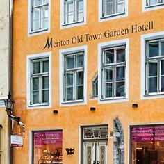 Meriton Old Town Garden Hotel sijaitsee Pikk- ja Lai-katujen risteyksessä Vanhankaupungin sydämessä. Viehättävässä hotellissa on oma tunnelmansa ja täältä on lyhyt matka joka puolelle Vanhaakaupunkia. #eckeröline #meritonoldtowngardenhotel #tallinna #tallinn