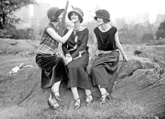 The Duncan Sisters photographed by G. G. Bain   1920s   #vintage #1920s #fashion