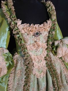 "woman dress, robe a la Francaise, ""Andrienne"" green taffetà and gold tulle… Gold Tulle, Gold Lace, Versailles, Rococo Dress, Vintage Dresses, Vintage Outfits, 18th Century Fashion, Costume Patterns, Couture Details"
