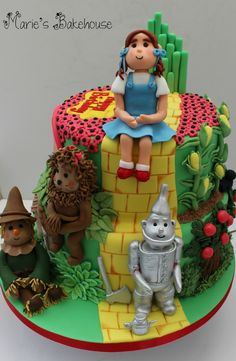 Wizard of Oz celebration cake Front view Gold winner from Cakes International Competition www.mariesbakehouse.co.uk www.facebook.com/MariesBakehouse