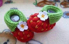 Knitting Tutorials – Knitting pattern, -strawberry- approx 3 inches – a unique product by schuhgott on DaWanda Knitting For Kids, Knitting Projects, Baby Knitting, Crochet Projects, Knitting Patterns, Crochet Patterns, Knitting Tutorials, Crochet Baby Shoes, Crochet Baby Booties