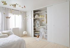 Nya skjutdörrar utan ram | Elfa Beautiful Places, Bedroom Decor, Organization, Interior, Furniture, Design, Home Decor, Closets, Organize