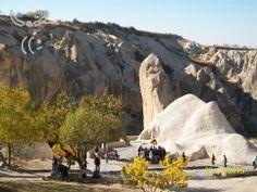 cappadocia horse Urandir - Vista do vale de Greme - cappadocia Turkey Travel, Cappadocia, Horse Riding, Mount Rushmore, Photo Galleries, Horses, Mountains, Ufo, Gallery