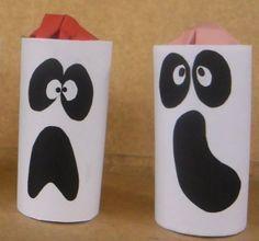 Materiales: Tubo de cartón Hoja de papel Papel negro Pegamento en barra Tijeras Rotulador Golosinas envueltas en papel de color Elaboración: Corta un papel blanco en la medida del tubo de cartón Lu...