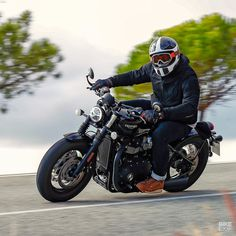 Bigger forks, bigger brakes and bigger rubber. Is the new Bonneville Bobber Black an improvement on the bestselling original—or a bit too much? 🇬🇧 We rode it to find out:. Norton Cafe Racer, Triumph Cafe Racer, Triumph Bikes, Triumph Bonneville, Triumph Motorcycles, Vintage Motorcycles, Custom Motorcycles, Custom Bikes, Cafe Racers