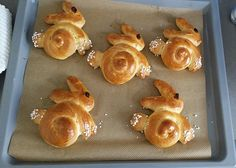 Sweet yeast bunnies- Süße Hefe-Hasen Sweet yeast hare, a good recipe from the category … - Easy Cake Recipes, Dessert Recipes, Brunch Recipes, Bunny Bread, Cream Cheese Cookies, Cake Mix Cookies, Easter Recipes, No Bake Desserts, Food Cakes