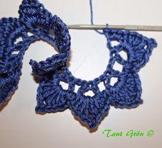 TANT GRÖN: Virka en midsommarkrans Ravelry, Crochet Necklace, Crochet Patterns, Crocheting, Marque Page, Crochet, Crochet Pattern, Crochet Tutorials, Knits