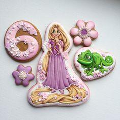 И снова мультик... на этот раз Рапунцель со своим другом Паскалем До 8 Марта заказы не принимаю!❌🤷♀️😔 #рапунцель #пряникикиев #пряникиназаказ #детскийденьрождения #пряникиручнойработы #пряникиназаказкиев #rapunzel #cookies #icingcookies #decoratedcookies #cookieart #icingart #royalicing Rapunzel Birthday Cake, Rapunzel Cake, Cinderella Cakes, Disney Desserts, Disney Food, Royal Icing Cookies, Cake Cookies, Disney Princess Cookies, Gingerbread Icing