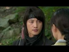 """5分でわかる「王女の男」~第14回 衝撃の再会~ """"朝鮮王朝版 ロミオ&ジュリエット""""韓国を熱狂させた超話題作。歴史に残る大事件を背景に、宿敵となった男女の切ない愛を描いた究極のラブロマンス。女性たちをとりこにした主演パク・シフの幅広い演技にも注目!うっかり見逃した、もう一度みたい・・・そんなあなたはこの5分ダイジェスト版をチェック!    第14回「衝撃の再会」  セリョンを誘拐したスンユ。それは復讐(ふくしゅう)のためなのか?シン・ミョンはすぐに部下を集めて犯人の追跡を始める。錦城(クムソン)らによる首陽暗殺計画も中止になる。妓楼の納屋に閉じ込められていたセリョンは、自分を誘拐した犯人の顔を見て驚がくする。  第14回を5分ダイジェストでご紹介!  NHK BSプレミアム 毎週(日)午後9時~ (C)KBS    番組HPはこちら「http://www.nhk.or.jp/kaigai/oujo/」"""