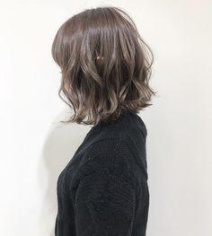 いいね!468件、コメント1件 ― 望月 美侑 / SHIMA kichijojiさん(@miyu_mochizuki)のInstagramアカウント: 「秋冬は明るめグレージュ❄️ 前回ハイライトをしたお客様に 今回は全体をケアブリーチ→グレージュを♡ ・ 髪が柔らかく見える透け感カラー☆ ケアブリーチなので、ダメージも少なく艶々です🌿 ・…」 Short Permed Hair, Cute Hairstyles For Short Hair, Permed Hairstyles, Summer Hairstyles, Wavy Hair, Dyed Hair, Medium Hair Styles, Curly Hair Styles, Natural Hair Styles