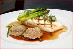 Fersk grillet kveite med asparges og ravioli