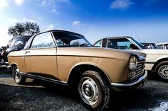 #Peugeot #204 #Cabriolet à la Bourse d'Ancenis. Reportage complet : http://newsdanciennes.com/2016/03/22/grand-format-a-bourse-dancenis/ #Voitures #Anciennes #Vintage #Car #ClassicCar