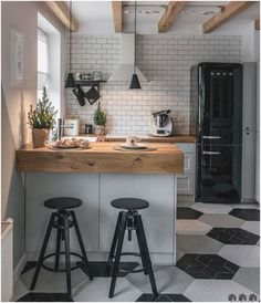 90 beautiful little kitchen design ideas - each of us has different needs ., 90 beautiful little kitchen design ideas - each of us has different needs and material options, but different tastes and homes. Some of us live in sma. Retro Home Decor, Home Decor Kitchen, Diy Kitchen, Awesome Kitchen, Kitchen Furniture, Wood Furniture, Kitchen Paint, Kitchen Hacks, Modern Decor