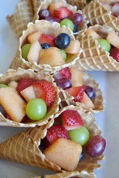 Party snacks, fruit snacks, healthy desserts for kids, healthy treats, school birthday Good Food, Yummy Food, Summer Snacks, Snacks Für Party, Fruit Snacks, Fruit Recipes, Food Humor, Healthy Treats, Healthy Kids