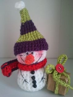Hello everybody . Today I have for you FREE little snowman pattern! * using this pattern you could create toy, Christmas decoration ...