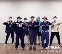 Bts Taehyung, Bts Bangtan Boy, Bts Jimin, Jungkook Songs, Foto Bts, Bts Dance Practice, Cumpleaños Angry Birds, Bts Predebut, K Pop