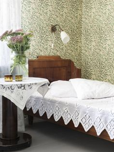 What lovely linens- such a pretty bedroom. Home Interior, Interior Design Living Room, Pretty Bedroom, Home Bedroom, Shabby, Textiles, House Design, House Styles, Home Decor