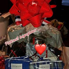Gift Box For Men, Diy Gifts For Him, Bff Gifts, Homemade Gift Baskets, Valentine's Day Gift Baskets, Homemade Gifts, Birthday Surprises, Bff Birthday Gift, Relationship Goals Text